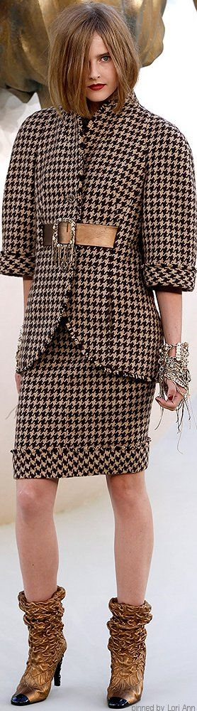 Chanel Couture Fall 2010 women fashion outfit clothing style apparel @roressclothes closet ideas