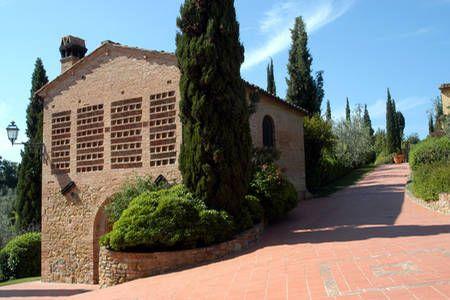 Se lige det her fede opslag på Airbnb: Comfort culture &pool tennis, wine  i Montaione