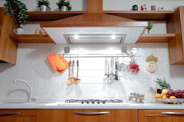 Alter / Cucina - Villa Monticello Brianza    Dettaglio cappa rivestita