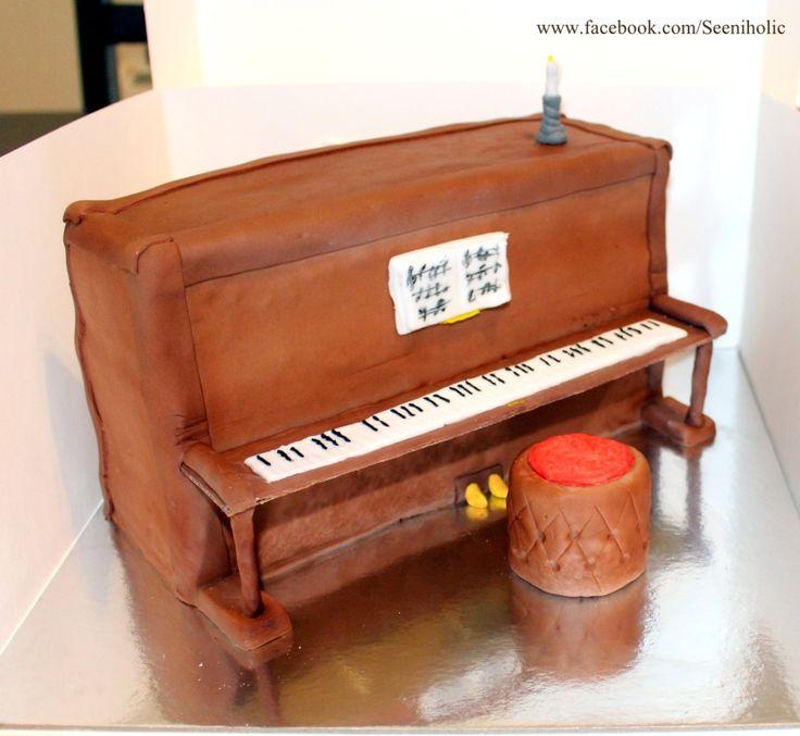 Piano shaped cake