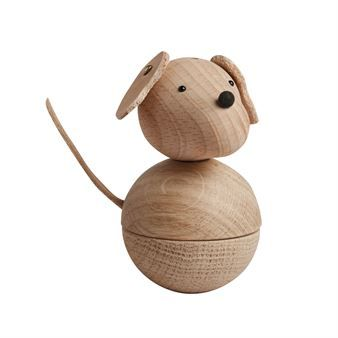The cute wooden Leika dog figurine from OYOY is a cute piece of decoration to be displayed on a window sill or book shelf. The figurine is made of beech and oak with ears and a tail made of leather. The Leika dog is delivered with a leather string so that you hang up the dog. Adorable in combination with other wooden figurines from OYOY.