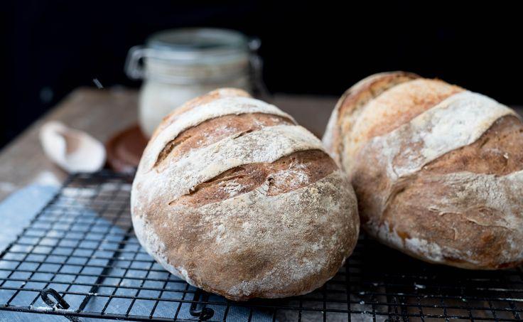 Det er ikke noe hokus-pokus å lage surdeigsbrød. Følg oppskriften og du får et surdeigsbrød som er minst like godt som butikkens!