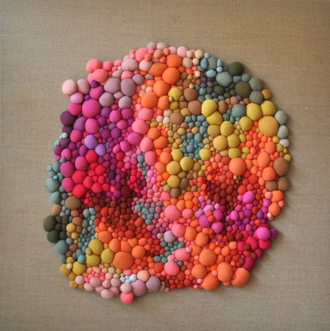 Serena Garcia Dalla Venezia -  stunning textile art from small handmade fabric balls that she then groups together. Growth and accumulation, order and chaos are the driving inspiration behind her work. The effect is somewhat pixelated in the end, full of thoughtful gradations in color and contrast.