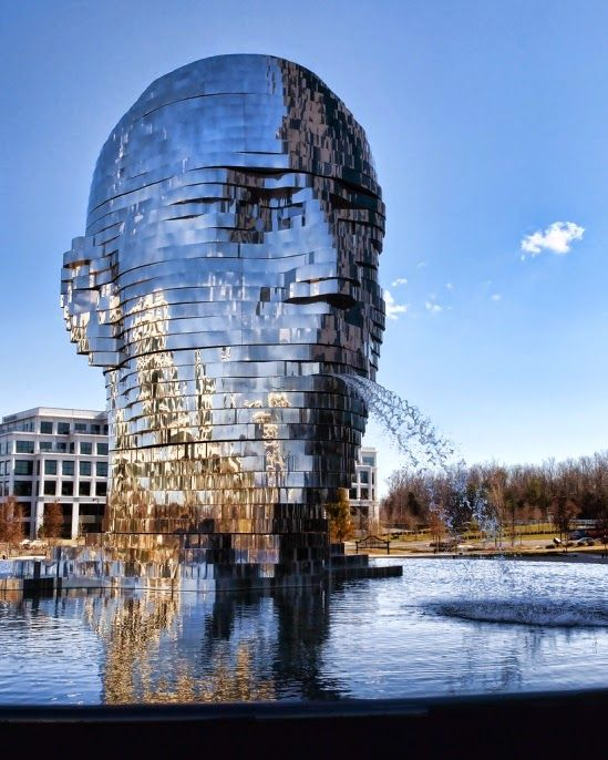 Metalmorphosis-Sculpture-David Černý - Charlotte - Carolina del Norte