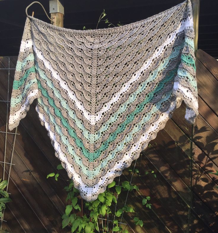 Free crochet pattern/diagram shawl  www.studiodromenvanger.nl