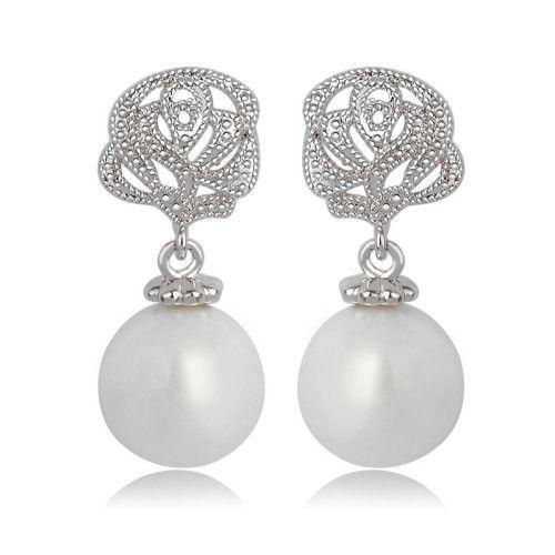 $15.4 flower shape and white pearl earrings