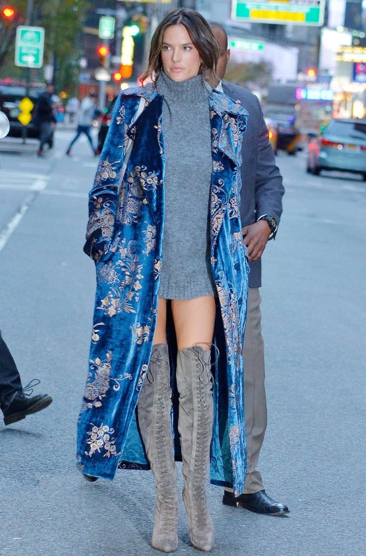 Le manteau japonisant d'Alessandra Ambrosio