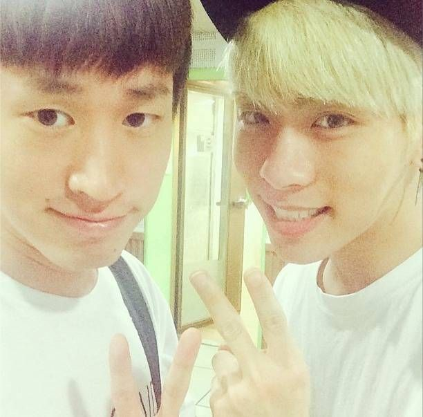 Tablo and Jonghyun show some YG-SM love as radio DJs | http://www.allkpop.com/article/2014/05/tablo-and-jonghyun-show-some-yg-sm-love-as-radio-djs