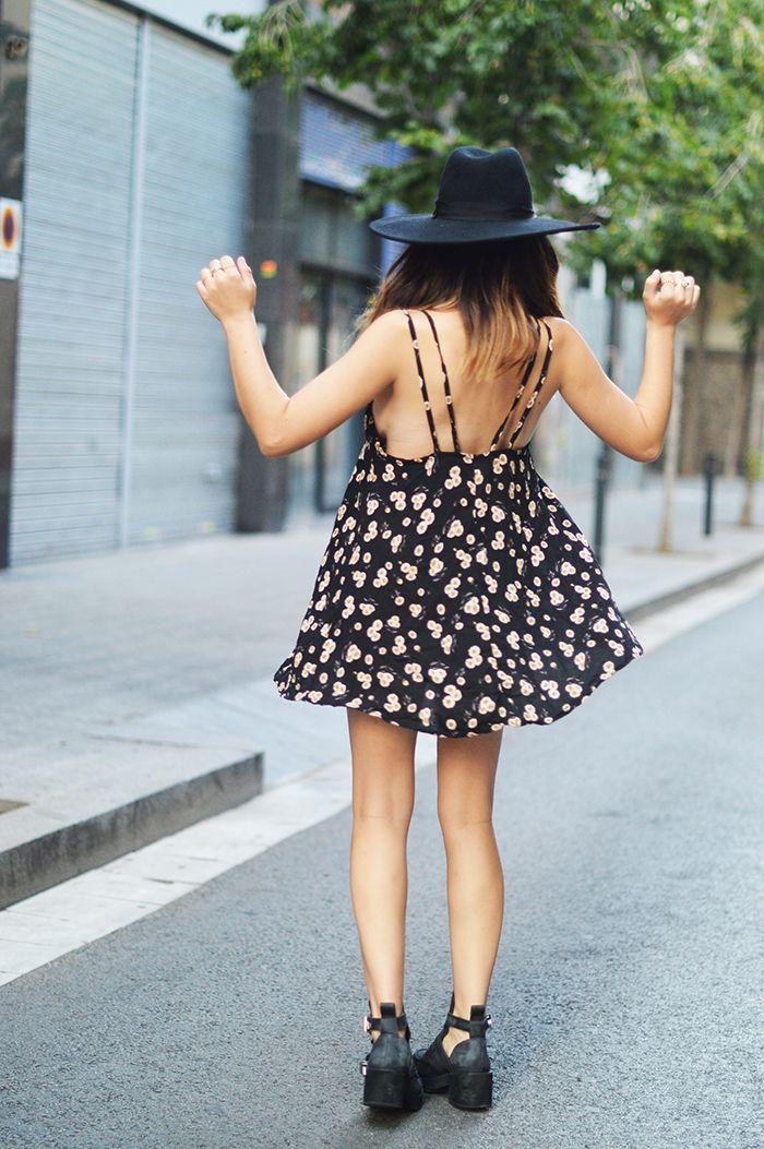 Dulceida: SIMPLE DRESS                                                                                                                                                      Más