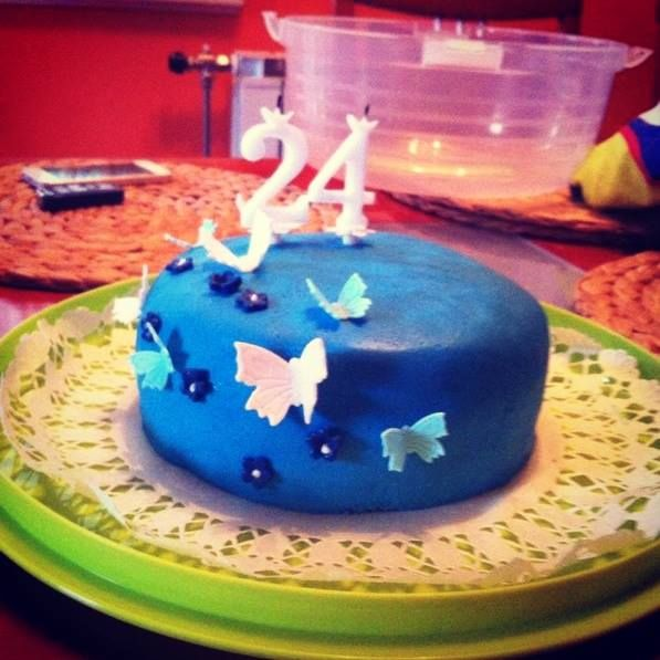 white blue butterflies cake