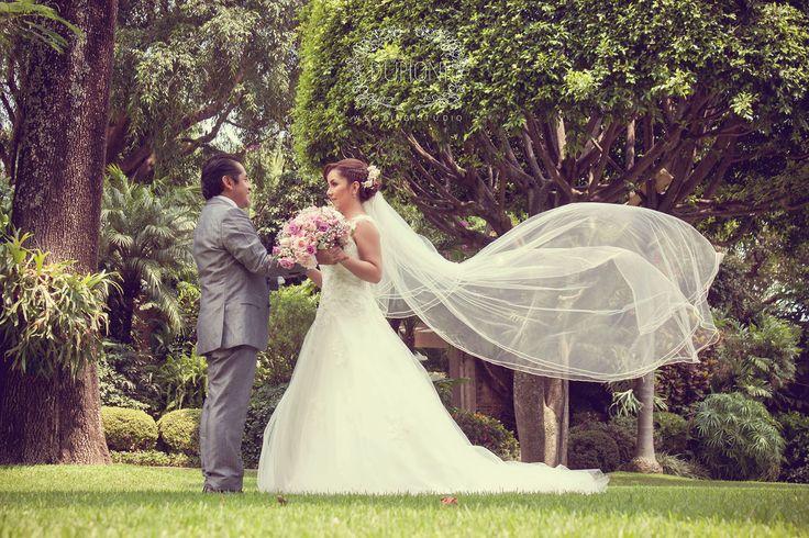 Dupioni Studio - Producción de fotografía y video para bodas. Visita nuestra página www.dupionistudio.com melissa.varella.studio@gmail.com Pide una cotización.