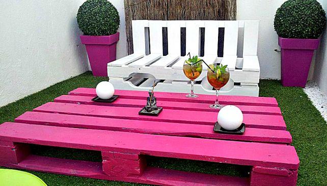 ESPACIO. Un patio interno puede lucir de esta manera con palets reciclados (Foto Grupo Edisur).