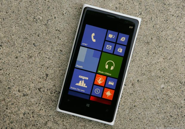 If you want the most powerful, feature-rich Windows phone available, then pick the Nokia Lumia 920. But if you're looking for a slim, light smartphone, you'll find the 920's cumbersome dimensions a drag. via @CNET