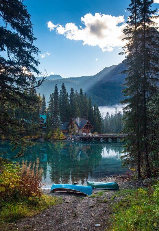 Emerald Lake, Yoho National Park, British Columbia, Canada (often mis-captioned as Emerald Lake, Lake Tahoe, where there is an Emerald Bay not Emerald Lake)