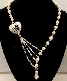 Collar asimétrico perlas doradas y corazón
