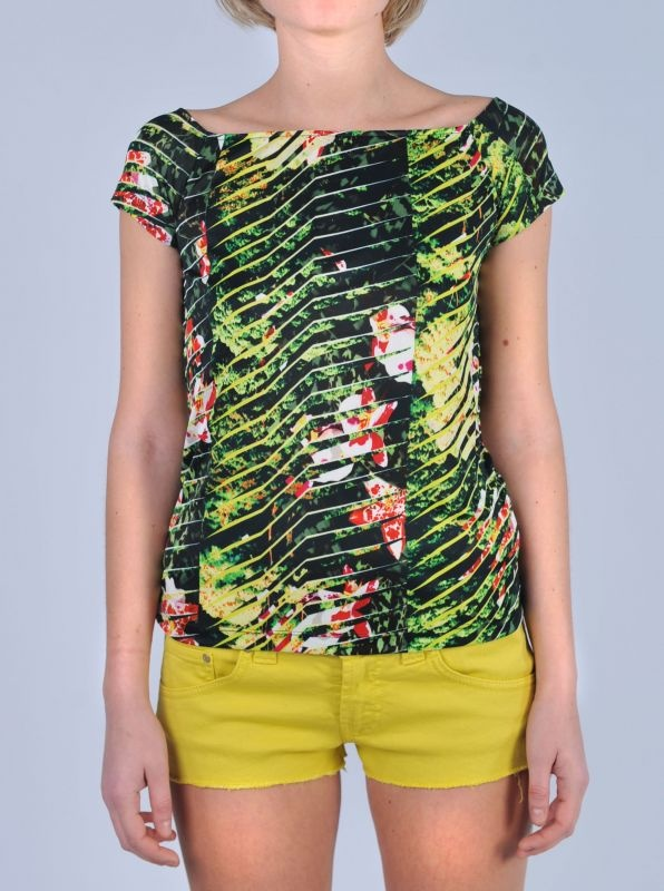 "KENZO  Top stampa "" jungle""  http://www.dipierrobrandstore.it/product/2245/Top-stampa-jungle-.html"