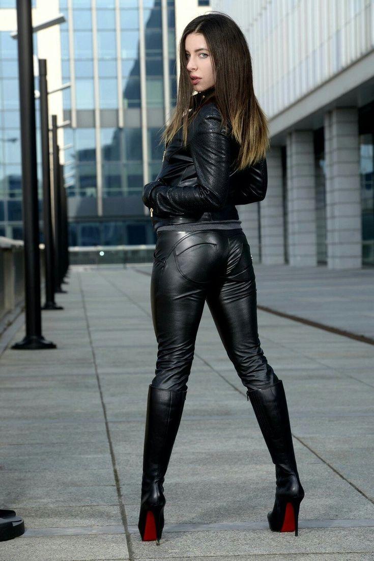 практике девушки в кожаных штанах и сапогах фото поручил мне