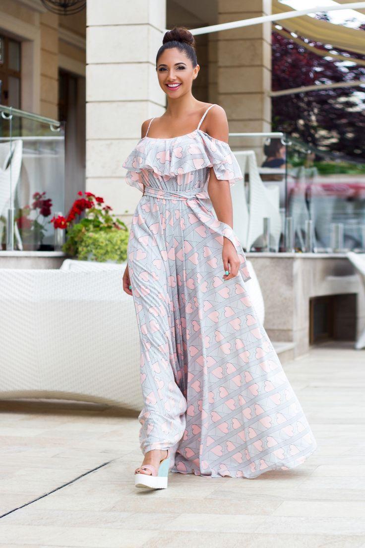 Купить Платье на бретелях с открытыми плечами