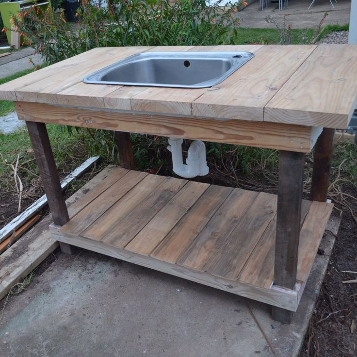 Upcycled outdoor sink made by Roy :)