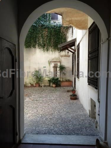 Laura e Giacomo Mantova Located 200 metres from Rotonda di San Lorenzo in Mantova, this apartment features free WiFi. The apartment is 500 metres from Mantua Cathedral. There is a seating area, a dining area and a kitchenette equipped with a microwave.