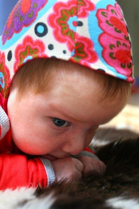 Baby's verliezen de meeste warmte via hun hoofd. Daarom dragen ze – zeker in het begin – vaak mutsjes. Strikmutsjes blijven erg goed zitten....