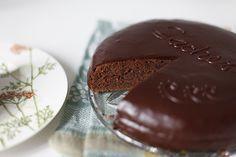 """Пеку шоколадные торты практически без перерыва. Этот шоколадный торт навел на мысль испечь очередной """"Захер"""". Вот удивительно - пробовала много разных рецептов,…"""