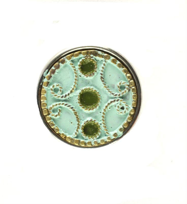 Noosa chunk TIN THOPA. Deze chunk staat voor Filgraan, dat is de naam van deze Aziatische wijze van sieraden maken met gedraaide draadjes. Tin Thopa betekent letterlijk 3 stippen - NummerZestien.eu