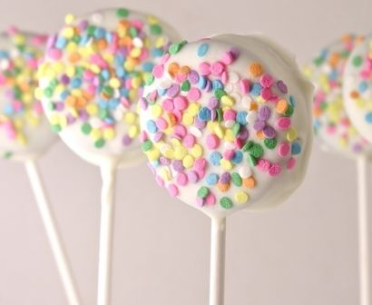 "Technically these aren't ""cake pops"", they're actually oreo pops!"