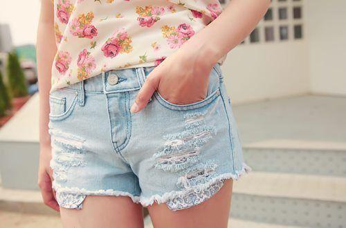 Floral & Denim: Lights Cutoffs, Dreams Closet, Fashionlov Itwear, Future Style, Style Inspiration, Pretty Things, Fashion Inspiration, Denim Shorts, Floral Denim