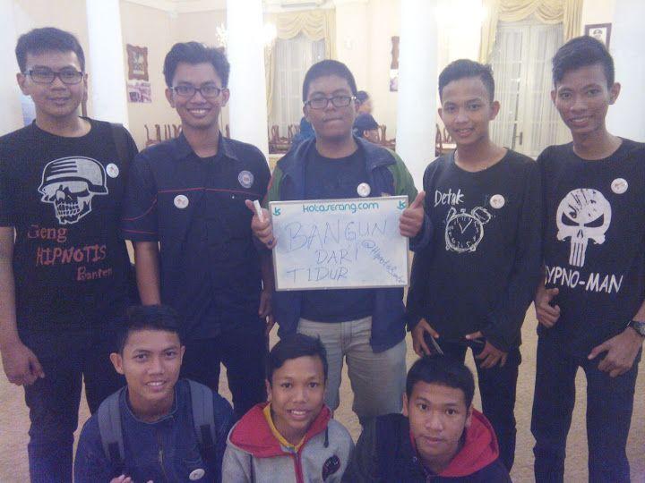 "PanTulKotaserang Versi Komunitas Hipnotis Banten  #PanTulKotaSerang  Papan Tulisnya Warga Kota Serang. Wadah apresiasi suara dari dulur sedanten tentang Kota Serang PanTulkotaserang Versi Komunitas Hipnotis Banten. Kata positif untuk Kota Serang menurut Komunitas @HipnotisBanten ""Bangun Dari Tidur""  Download"