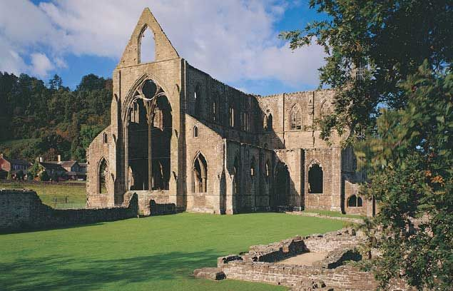 """tintern abbey william wordsworth In """"tintern abbey,"""" wordsworth also questions the presence of vagrants in the hills (""""tintern abbey 21-23), which levinson later confirms were """"casualties of england's tottering economy and of wartime displacement"""" (levinson 29-30."""
