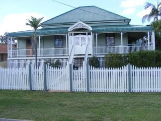 ART and ARCHITECTURE, mainly: The traditional Queenslander house
