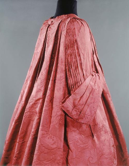 Robe Volante 1730s Musée Galliera de la Mode de la Ville de Paris OMG that dress!