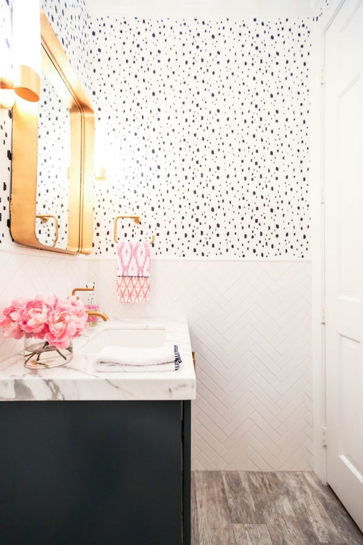 Navy Spotted bathroom in Caitlin Wilson Wallpaper! Click through for all the details!