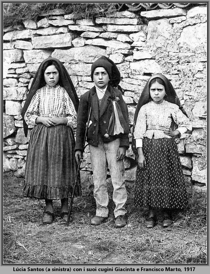 Verranno canonizzati il 13 maggio i due pastorelli di Fatima Francisco e Giacinta Marto, due dei tre pastorelli di Fatima che, nel 1917, furono testimoni delle apparizioni mariane del piccolo paese del Portogallo, verranno elevati agli onori degli altari il pr #fatima #francisco #giacinta #13maggio