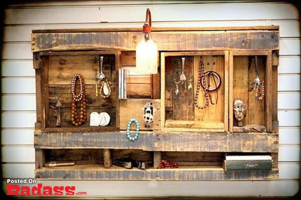 Don't Throw That Old Pallet Away [35 PICS]: Pallets Wall, Woods Pallets, Jewelry Display, Wooden Pallets, Wall Shelves, Pallets Ideas, Jewelry Holders, Old Pallets, Pallets Projects