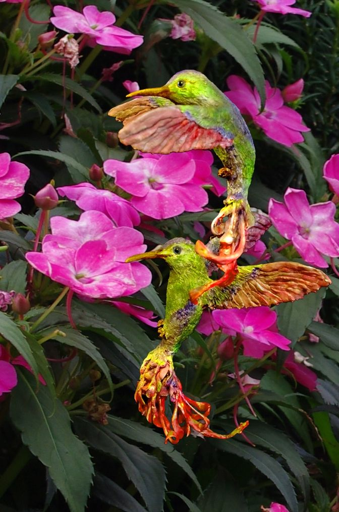 Springtime is just a around the corner and a new sculpture due to celebrate it:  Two hummingbirds -  for the occasion surrounded by flowers   Photo and sculpture: alderworlds.com