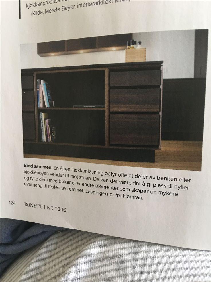 Kjøkkenøy m bøker ut mot stue