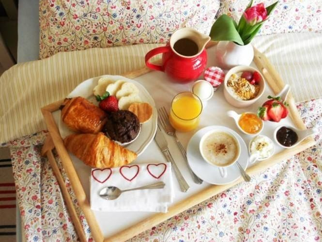 Breakfast in bed. Since this has only happened maybe twice in my life...and it was before I had a child! #myperfectmothersday #umaoils