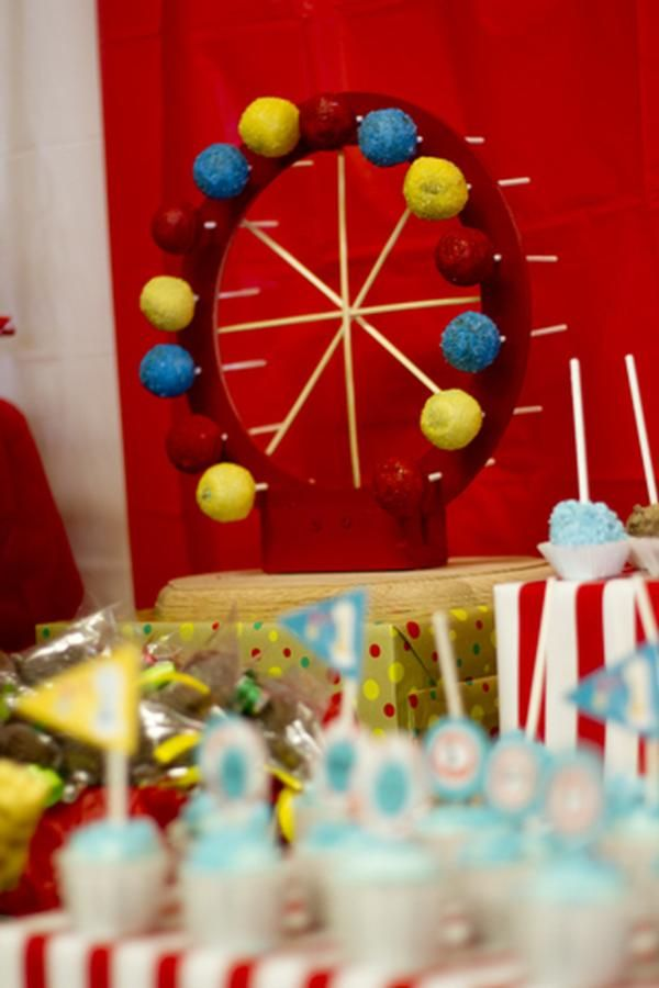 Ferris wheel cake pop from vintage circus theme