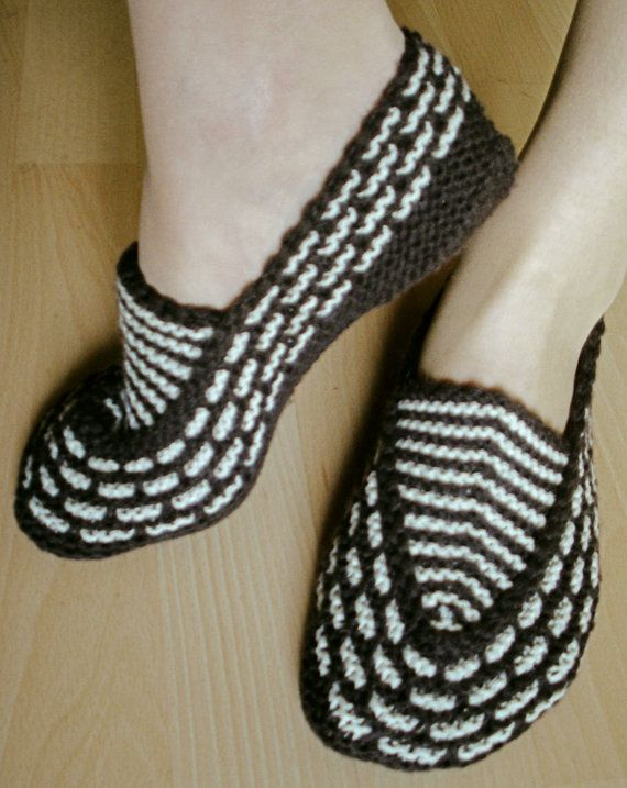 This pair of female slippers is designed for the warmth and comfort of your feet during the long cold winter days.    Measures approx: 8-11 (20,5-28