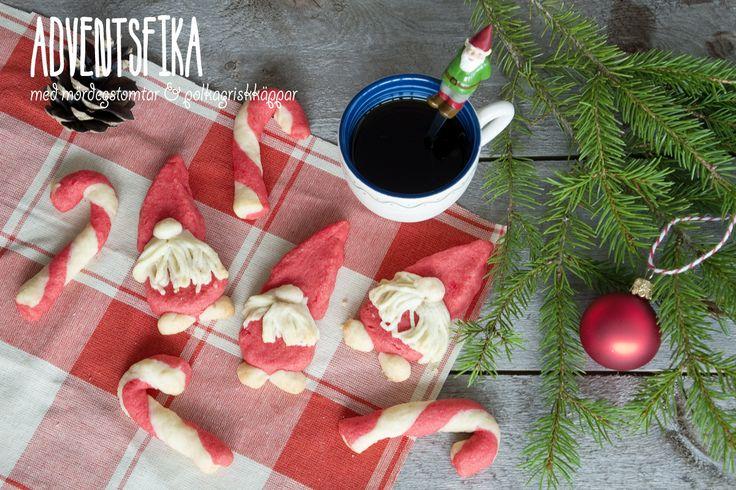 Tomtekakor och polkagriskäppar av mördeg.  Santa and candy cane cookies from shortcrust pastry .