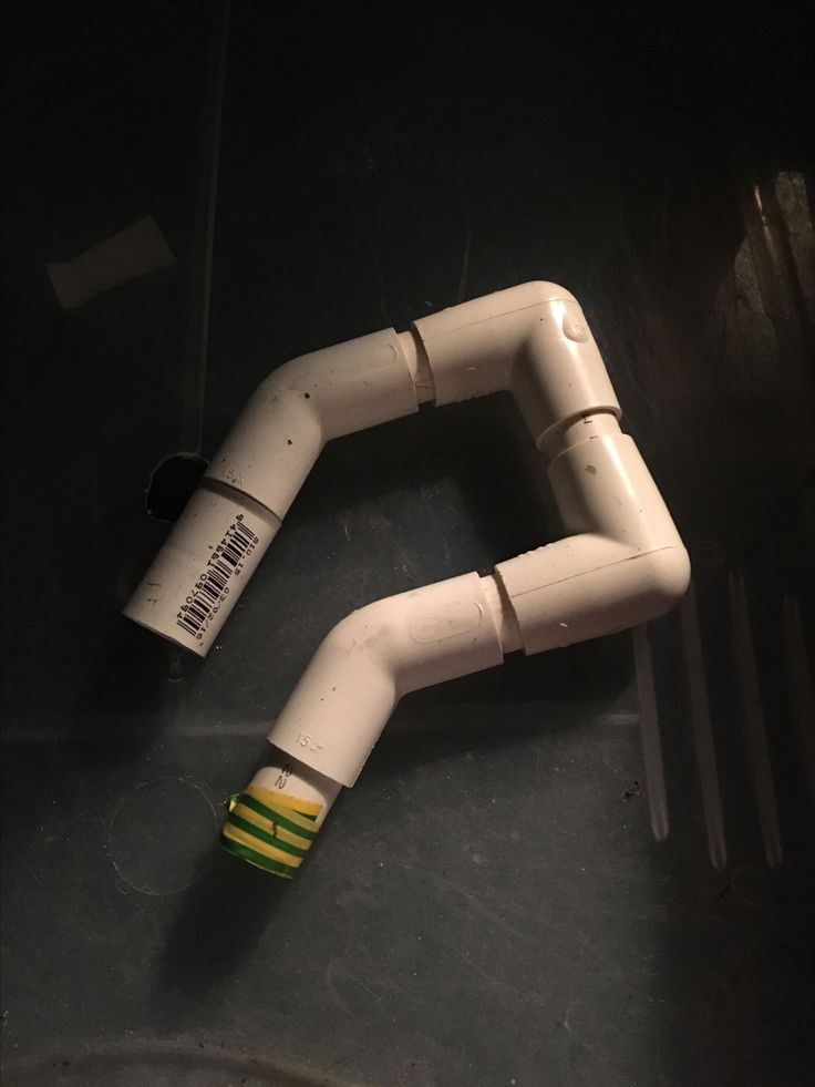 side on close up of the u-siphon, got the idea from youtube, works mint as, the end bit (looks like it shouldnt be there, isnt meant to be, its meant to just be 1inch pipe that nearly goes to the same level as the taped pipe.