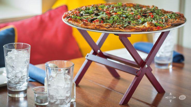 ¡Qué manera de presentarle una pizza a tus clientes! #Tablecraft #businesspeopleunlimited / #bpu / www.bpu.com.co