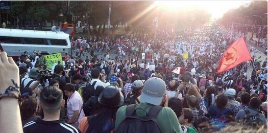 """Sangre Zapata Mx 3.0 @Adolfo_ZapataMx · 7 min Hace 7 minutos #Mexico: View from Ángel de la Independencia in Mexico City during massive march for #AcciónGlobalAyotzinapa. """"- http://www.pixable.com/share/5X7Fv/?tracksrc=SHPNAND2&utm_medium=viral&utm_source=pinterest"""