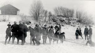 SKS vuotuisjuhlat. Pääsiäinen. SKS 277 Etelä-Pohjanmaa n. 1941. Villikelkka joen jäällä. Samuli Paulaharju