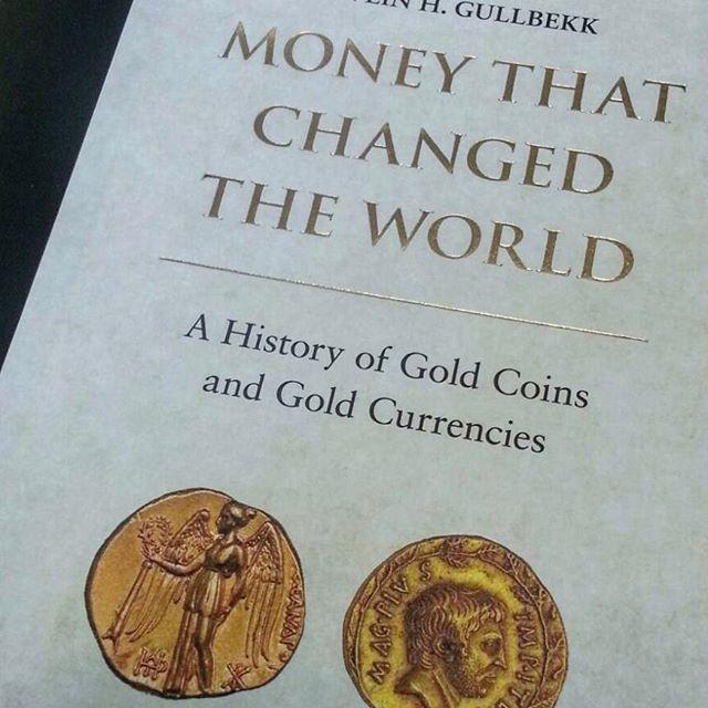 Dnes soutěžíme o knihu Money that changed the world. Zkontrolujte si své emailové schránky a odpovězte na soutěžní otázku. Prvních 100 správných odpovědí odměníme knihou zabývající se historií zlatých mincí od profesora S. H. Gullbekka. #soutez #narodnipokladnice #numismatics #goldcoins #worldcoins #oldcoins #history #currency #book #prvnich100
