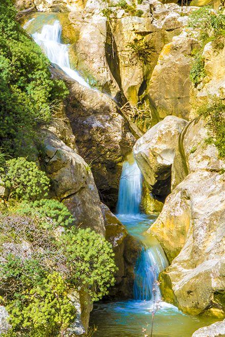 """Sizilien - der Wasserfall """"Gole del Drago"""" bei Corleone - dieses Schauspiel gibt es nur im Winter. Tipps für euren Sizilienurlaub: https://www.trip-tipp.com/sizilien/urlaub.htm #sizilien #sicily #sicilia #corleone"""