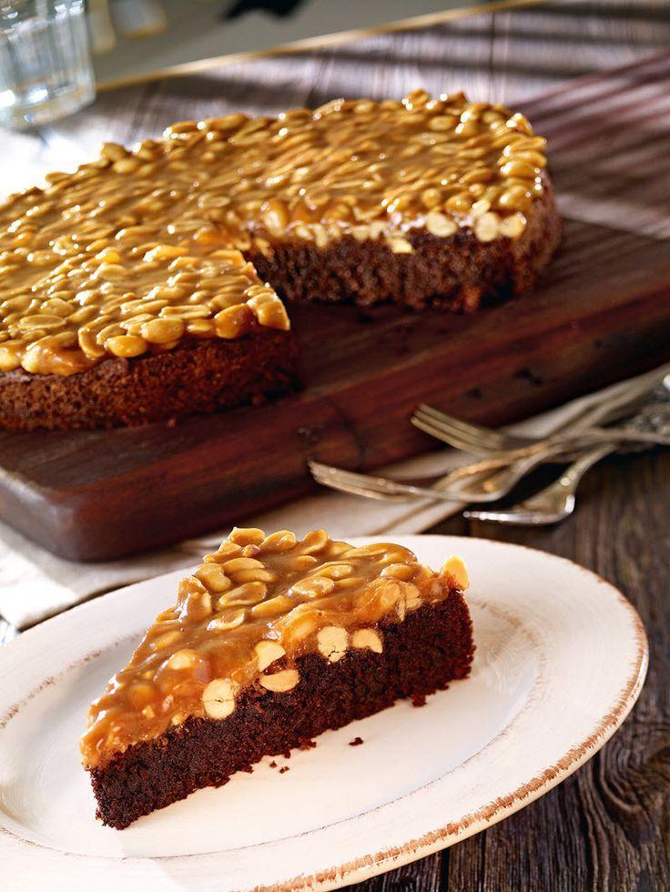 Eine super Kombination aus Schokoladenkuchen mit Erdnüssen und Karamell (Sweet Recipes Cake)