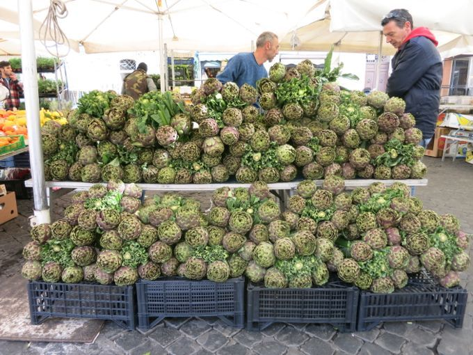 Artichoke season in Rome. Plus accordion music. Because, why not?